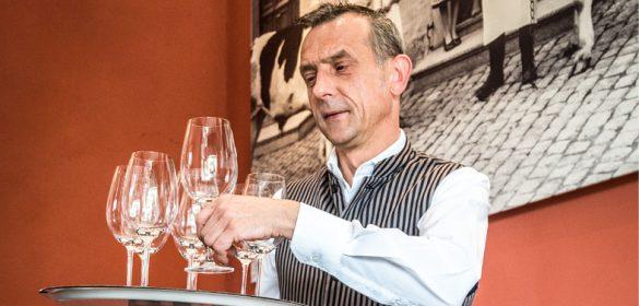 Emploi Luxembourg - Maître d'Hôtel - Serveur- Restaurant Steinfort La Table de Frank - Luxembourg - TripAdvisor